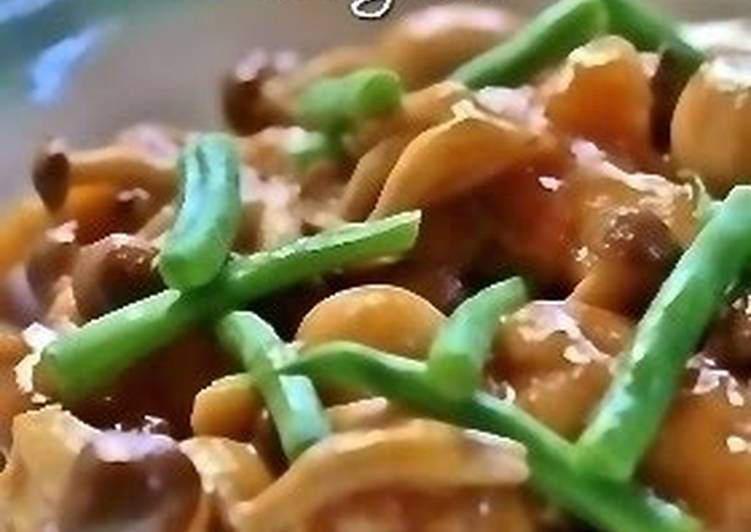 Easiest Recipe: Appetizing Tender Stewed Chicken and Shimeji Mushrooms in a Sweet and Sour Sauce