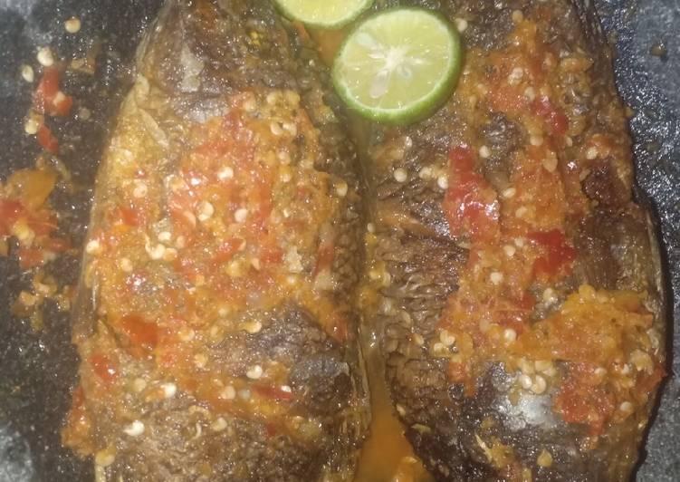 Resep Ikan pecak Nila pedas nampol Yang Mudah Sedap