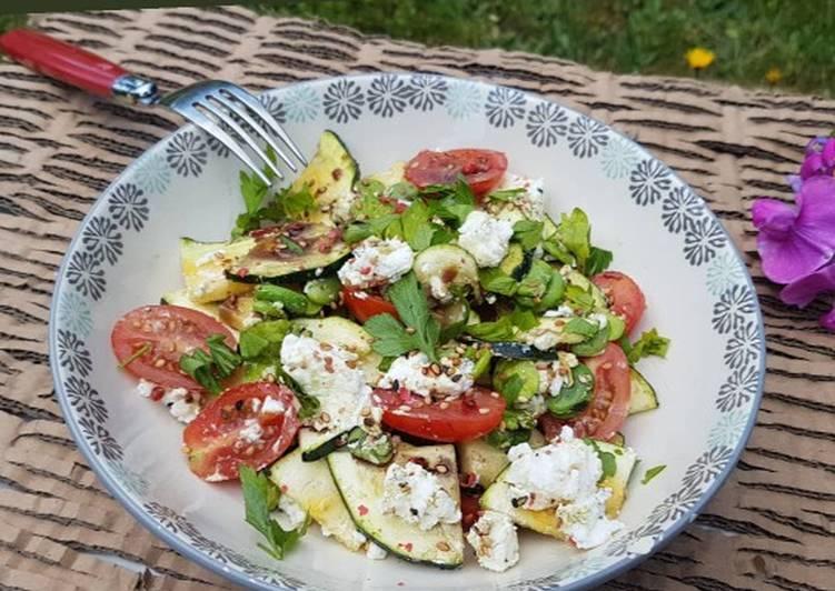 Salade fève, courgettes et chèvre frais