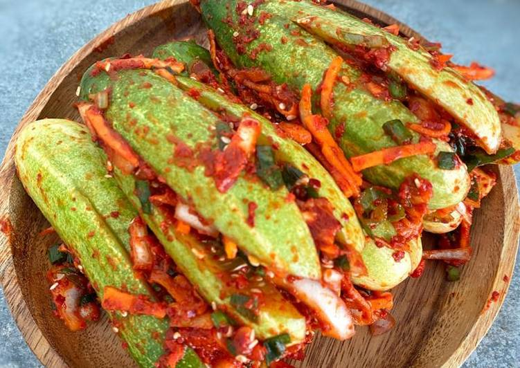 Oisobagi kimchi 오이소박이 김치 - Cucumber Kimchi