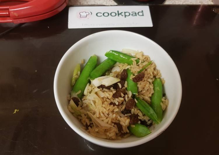 Recipe of Perfect My Wholegrain fried Rice with Garlic, Ginger and Sultanas