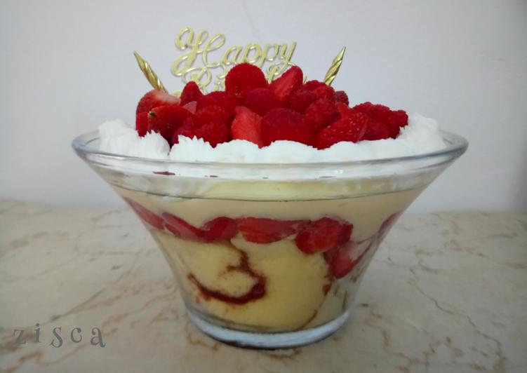 english-trifle-berries