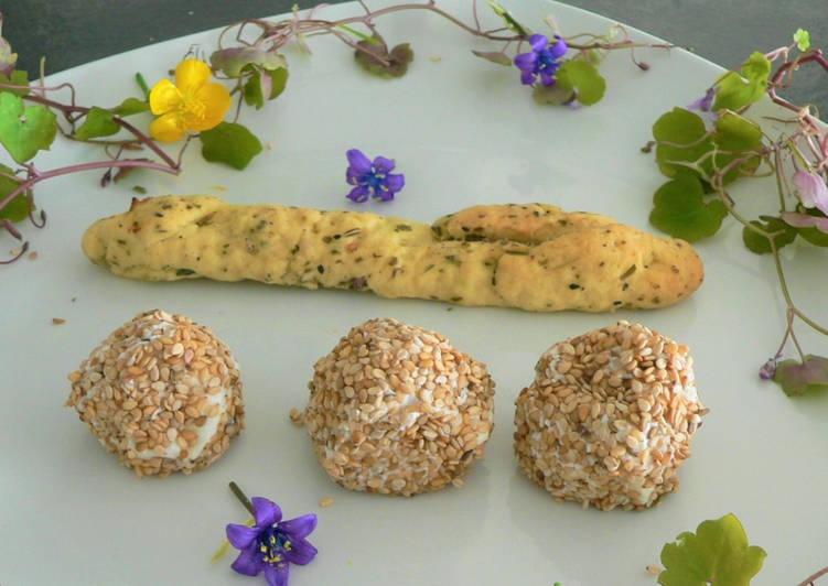 Boulettes de fromage blenc,gressin rustique à la fleur d'hysope