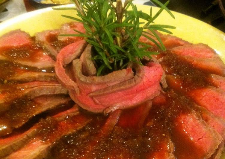 Simple Roast Beef with Thick Onion Sauce