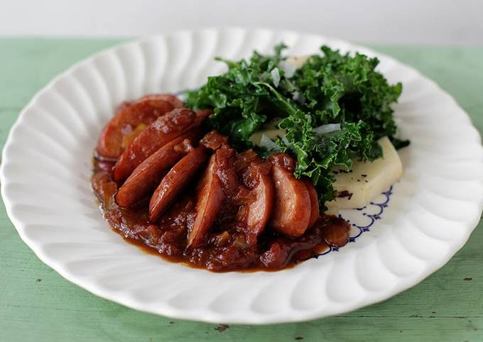Recipe: Delicious Spotted Trotter Chicken Currywurst Stewed in a Madras Curry Sauce with Russet Potatoes and Kale