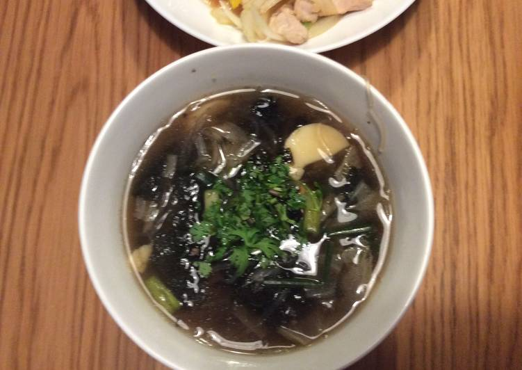 Thai-style Seaweed Soup