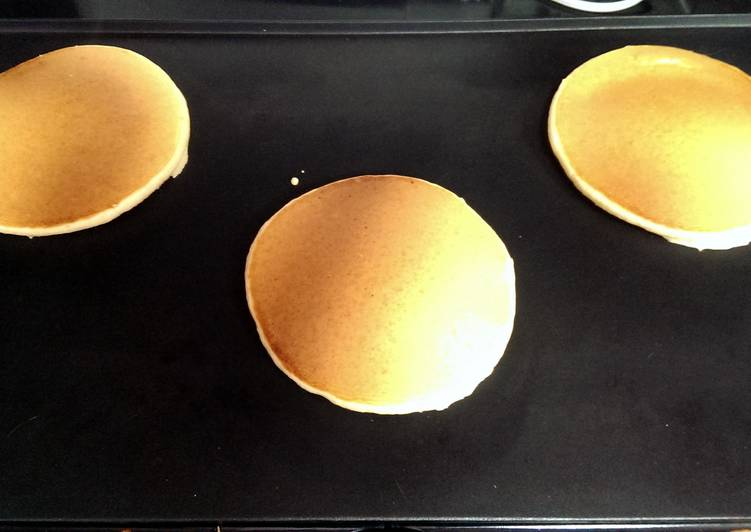 Easiest Way to Make Tasty Pancakes (American style)