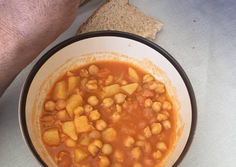 Chickpeas and potato soup