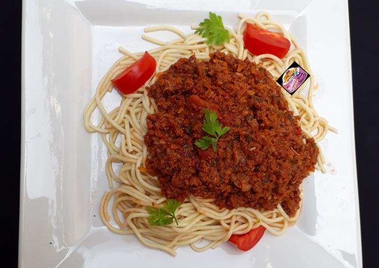 Spaghetti Bolognese (Italian Style)