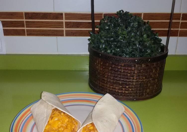Burritos de pollo y salsa gaucha