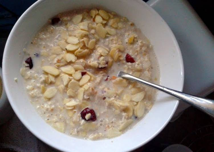 Recipe: Delicious Almond, Cranberry & Pear Bircher Muesli (vegan)