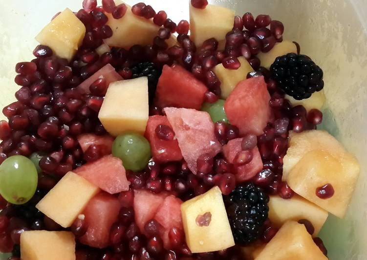 Eat more fruits (and veggies)!!! Simple Fruit Salad