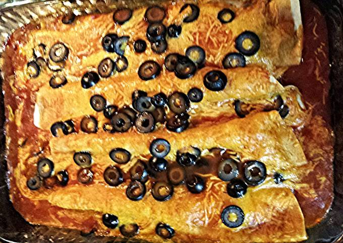 Recipe: Appetizing Chicken Tinga Enchiladas