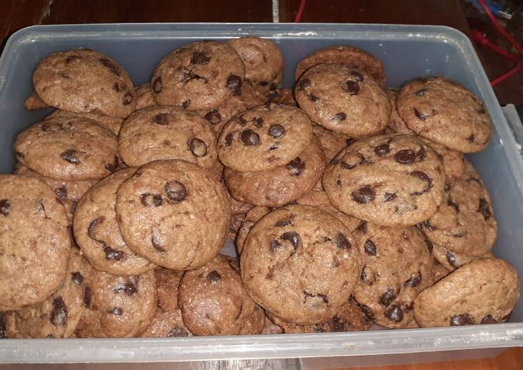 Classic choco chips cookie