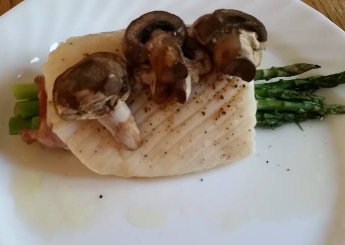 Baked Halibut with asparagus and mushrooms