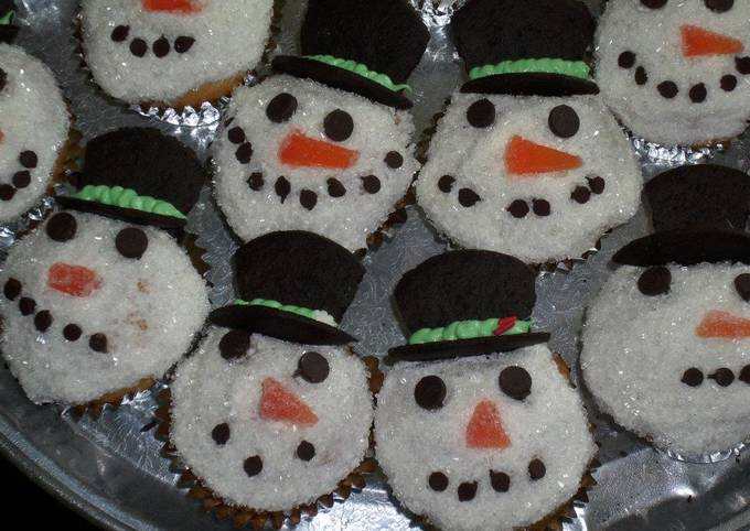 How to Prepare Yummy Festive Snowmen Cupcakes