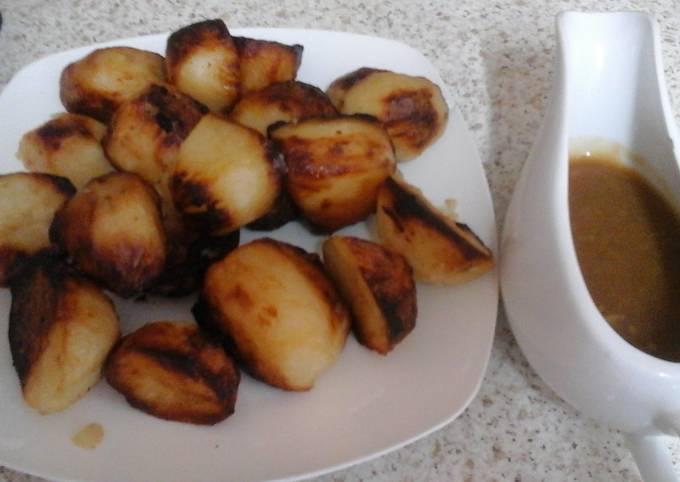 My Garlic Roast Potatoes and Garlic Flavoured Gravy 😉