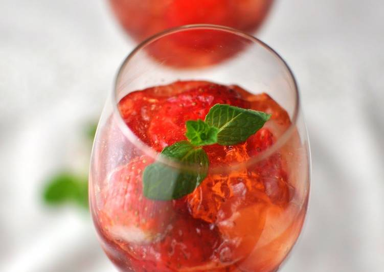 How to Prepare Ultimate Strawberry Gelée with White Wine (Strawberry Jello)
