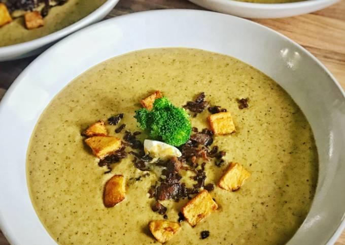 wie man Um Schnell Gewinnende Kartoffel-Brokkoli-Hack Suppe mit frittierten Kartoffelstückchen zu machen