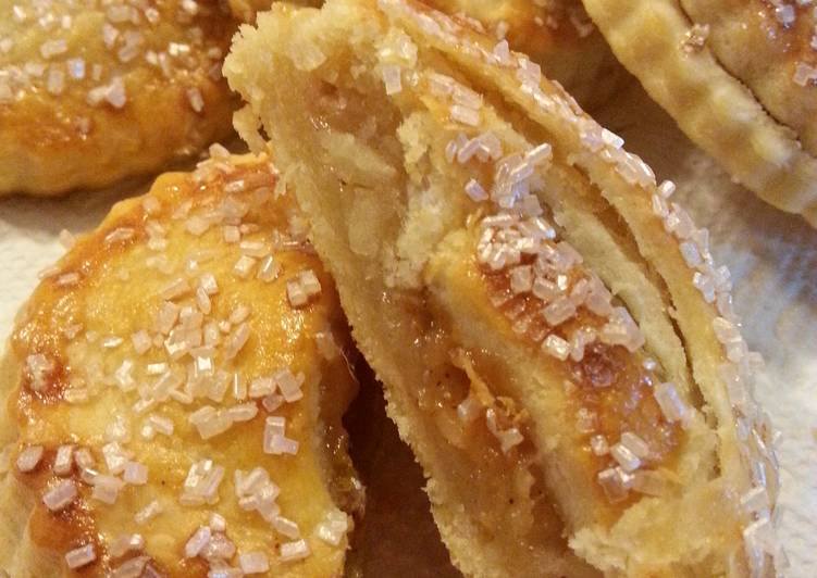 Salted Carmel Apple Hand Pies
