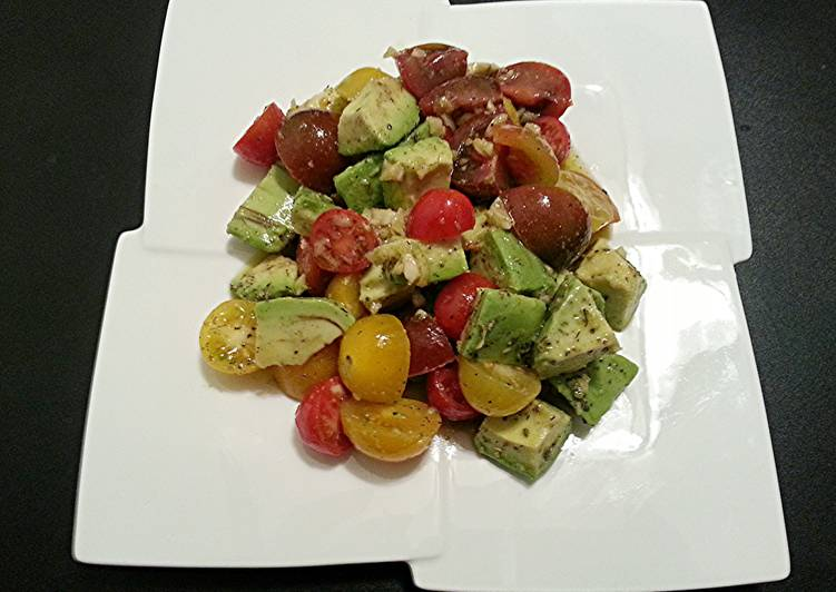 The Health Salad - Avocado & Tri Color Cherry Tomato Salad