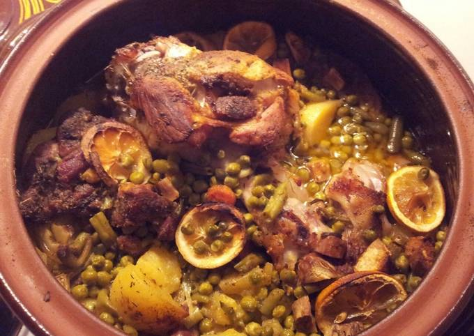 Pork knuckle and neck in a clay pot