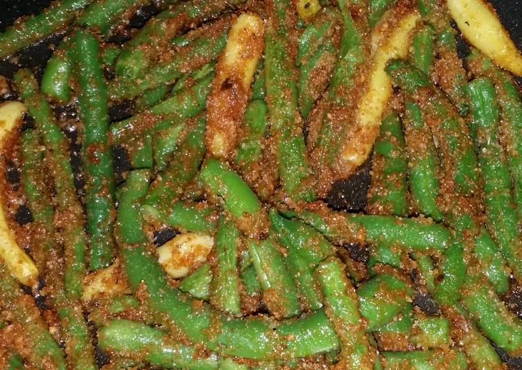 String beans with bread crumbs
