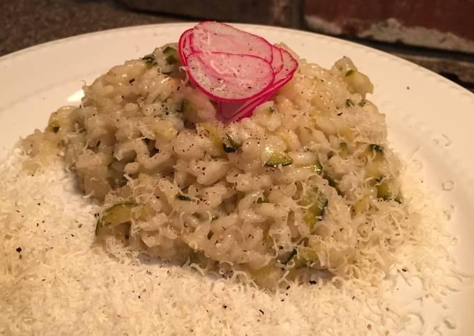 Zucchini risotto with white wine