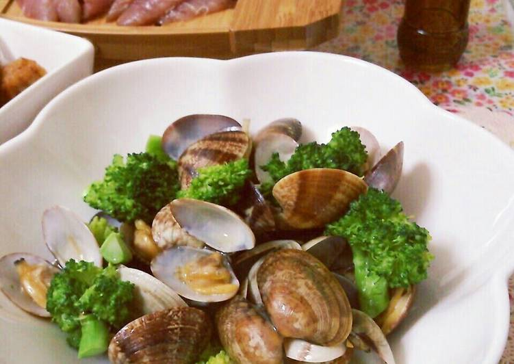 Sake-Steamed Manila Clams with Butter Soy Sauce