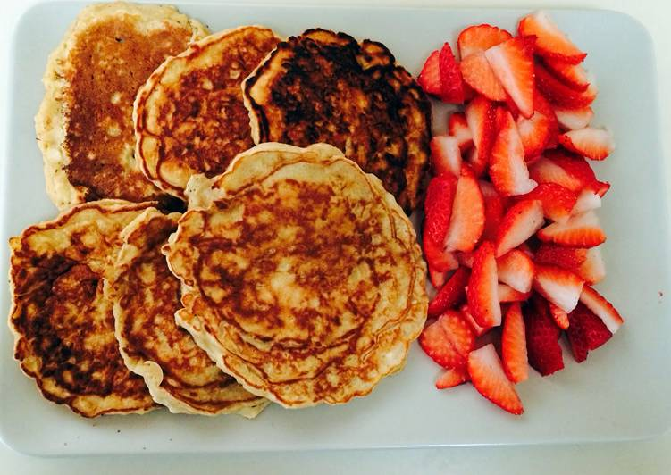 Apple Pancakes With Strawberries (from Smitten Kitchen)