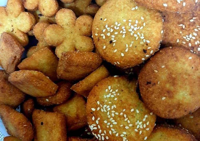 Recipe: Yummy Sweet semolina biscuits 😊(meethi rawa puri)