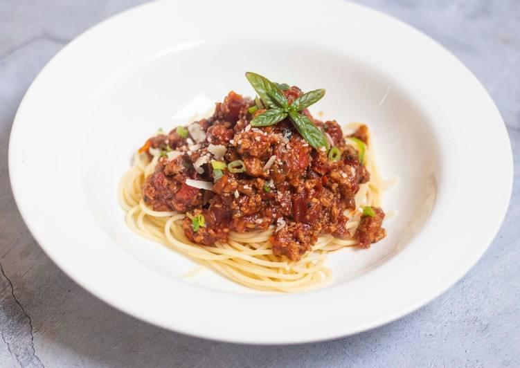 Steps to Prepare Perfect Spaghetti bolognese with Thai green pesto