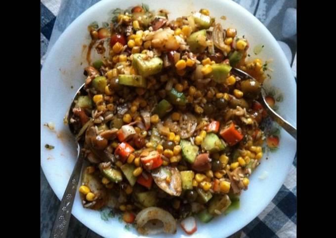 Salade composée au surimi et légumes sauce balsamique