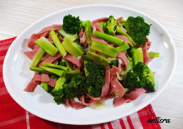 Cah Brocoli+stems & smooked beef
