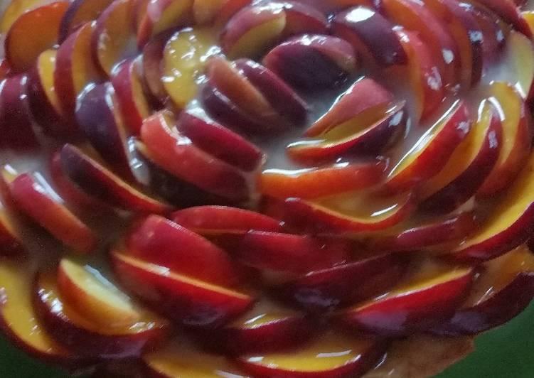 Ricetta Crostata con frolla agli amaretti, pesche e crema profumata