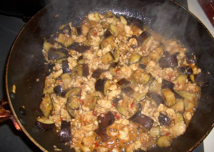 Spicy and Sweet Stir-Fried Minced Chicken and Eggplant