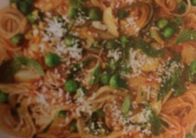 How to Make Any-night-of-the-week Garlic-Tomato Pasta With Peas