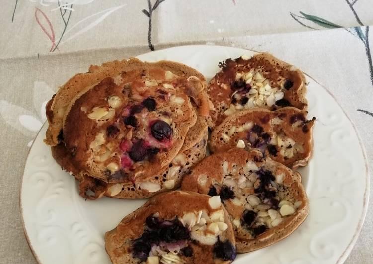 Le moyen le plus simple de Faire Délicieuse Pancakes aux fruits rouges, farine de châtaigne et lait d'amande