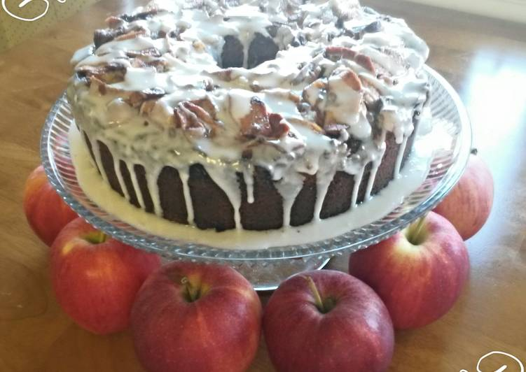 ~Shamrok's~ Catholic Girl's  Jewish Apple Cake