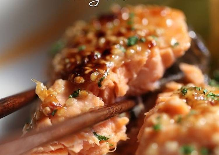 Grilled Salmon with Sesame Mayonnaise Sauce