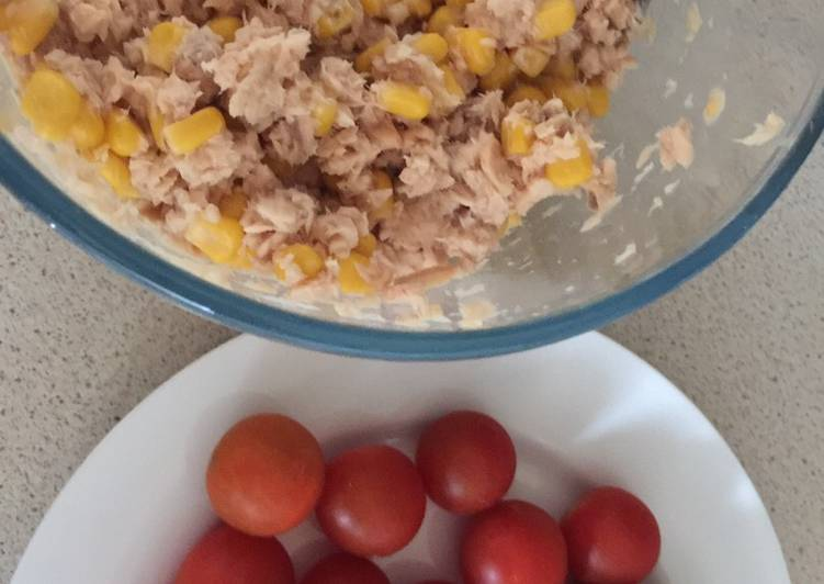Recipe of Homemade Salmon with Sweetcorn and crackers