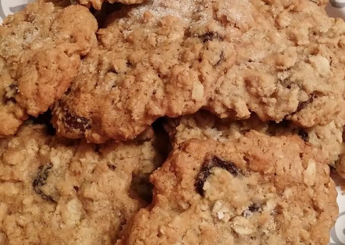 Easiest Way to Prepare Tasty Ken's Unforgettable Chewy Oatmeal Raisin Cookies