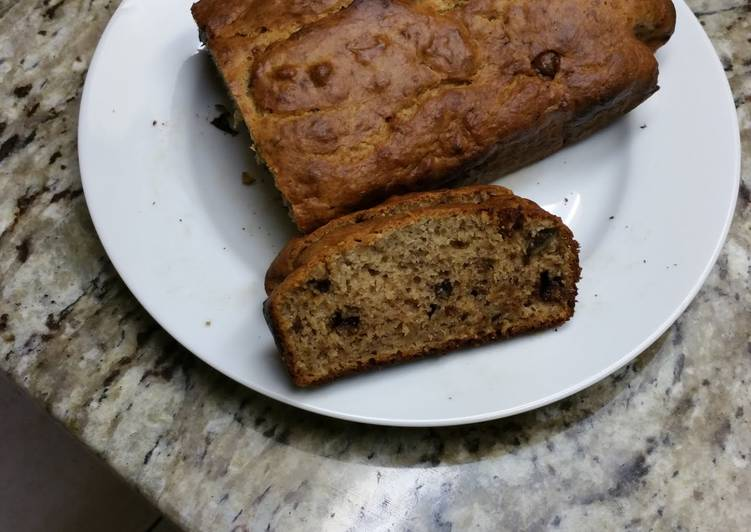 Banana bread with walnuts & chocolate chip
