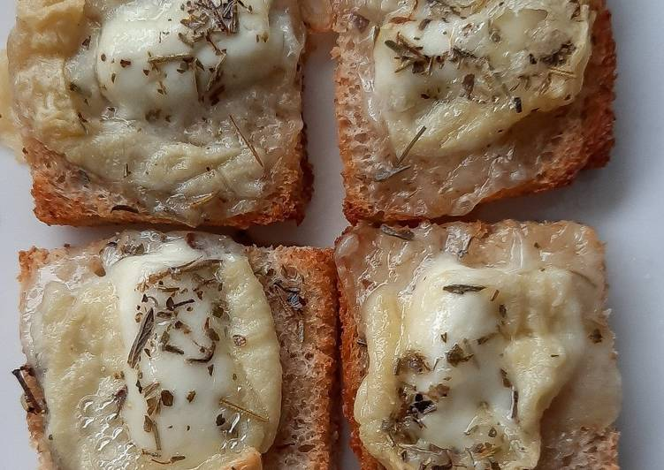Toasts de pélardons gratinés