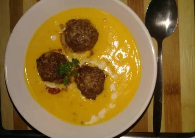 Creamy pumpkin soup and meatballs