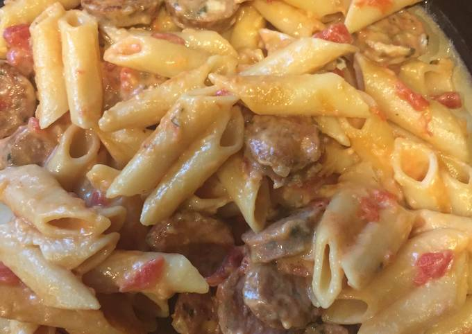 Recipe of Perfect One Pan Cheesy Sausage Pasta
