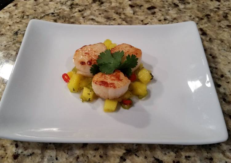 Seared Scallops with a spicy Mango salsa