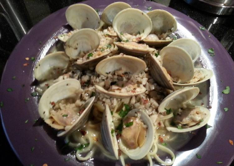 Linguine Vongole (Linguine with fresh Clam Sauce)
