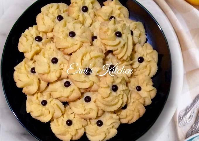 Bagaimana Menyiapkan Kue Semprit Mawar Chocochips (Super Lembut Tanpa Mixer) Anti Gagal