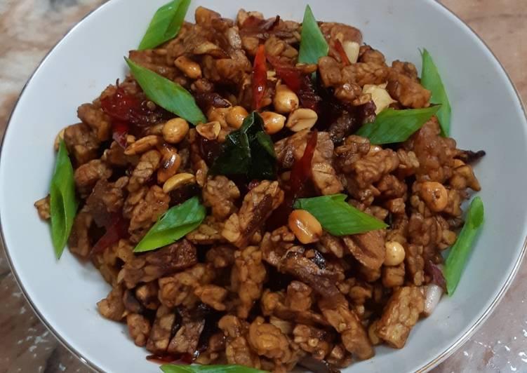 Orek tempe&kacang tanah kering